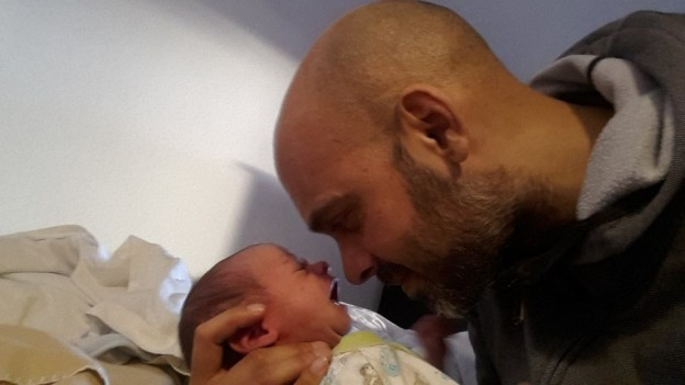 Vater mit seinem Baby